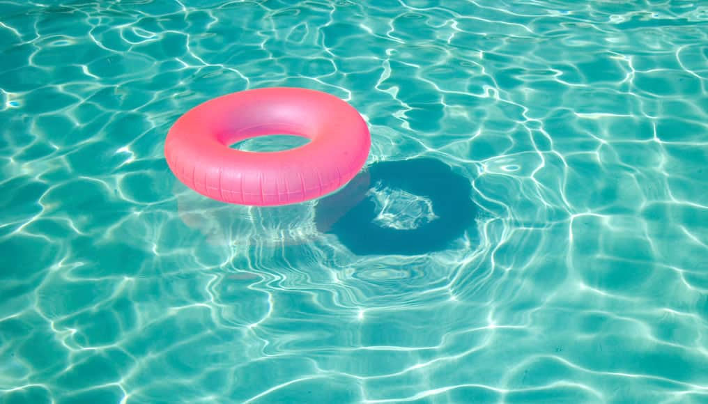 How to keep your swimming pool water crystal clear - Crystal clear pools ...