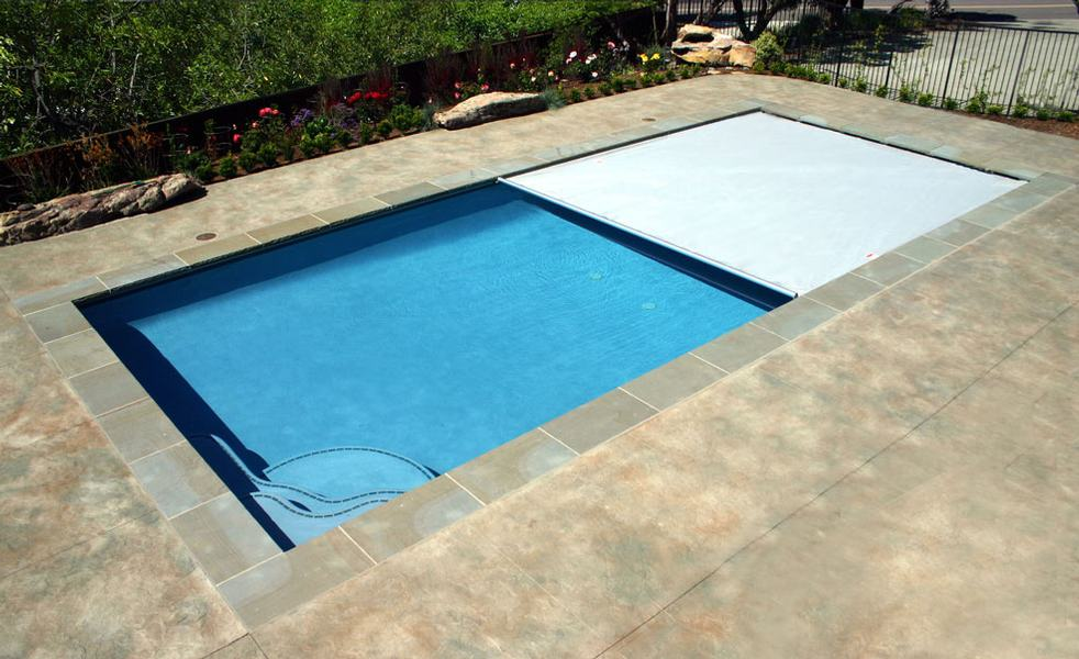 Pros And Cons Of Automatic Pool Covers