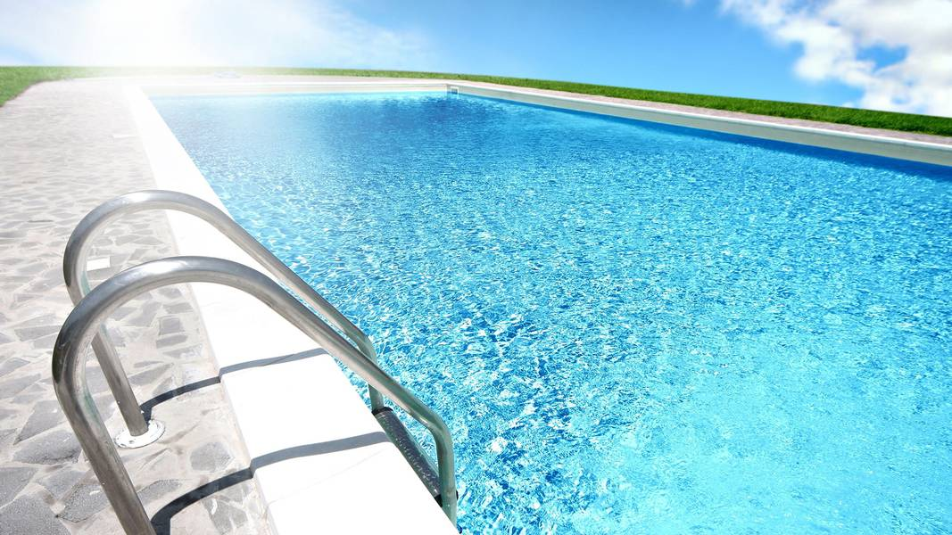 Keep Your Swimming Pool Water Clear
